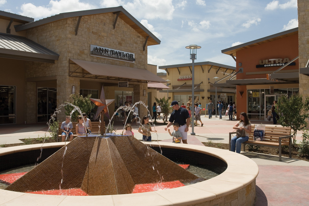 About Round Rock Premium Outlets® - A Shopping Center in Round Rock ...