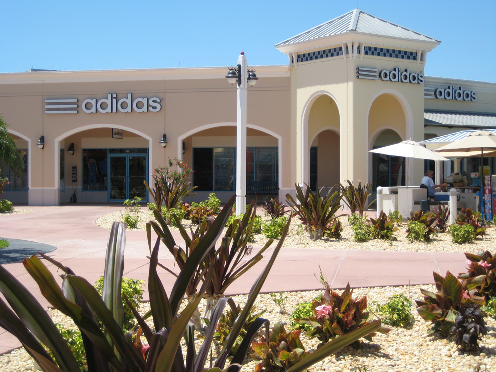 Ellenton Premium Outlets is an outlet center located in Ellenton, Florida. The center is owned by Premium Outlets, a subsidiary of Simon Property Group, and takes its name from the town in which it /5(57).