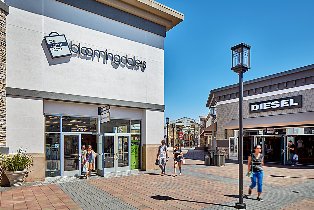 Livermore Premium Outlets (Paragon Outlets) is an outlet center located in, California. The center is owned by Premium Outlets, a subsidiary of Simon Property Group, and takes its name from the town in which it is located/5(90).