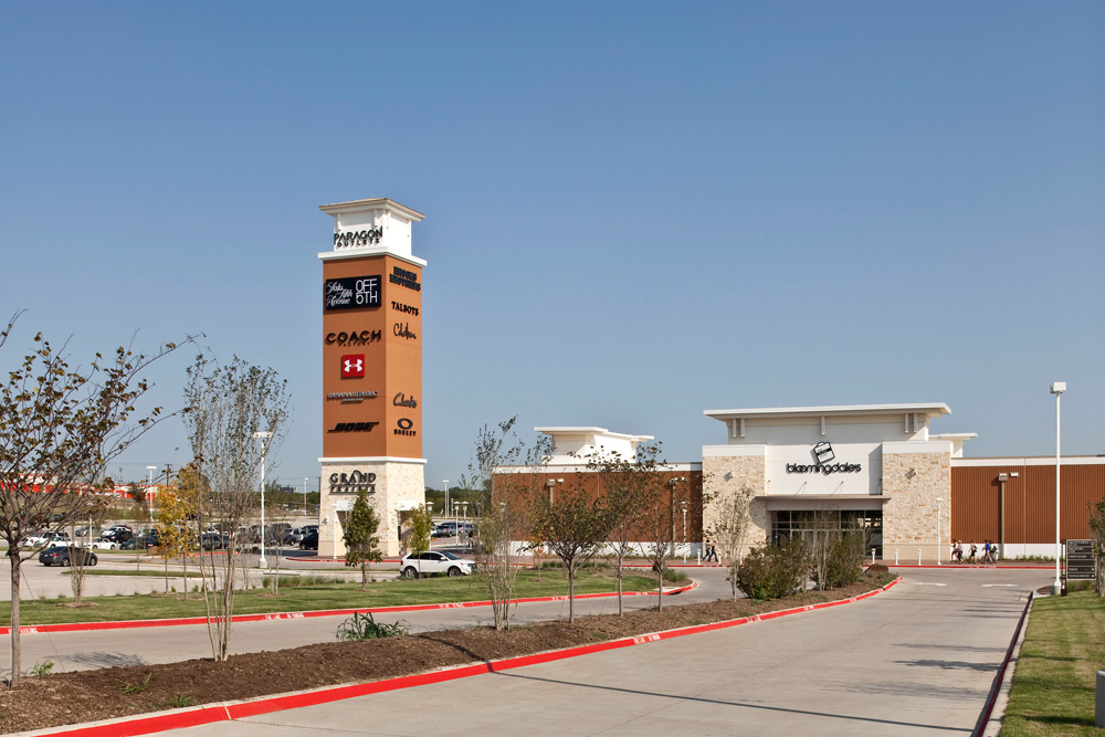 do business at grand prairie premium outlets a simon property. Black Bedroom Furniture Sets. Home Design Ideas