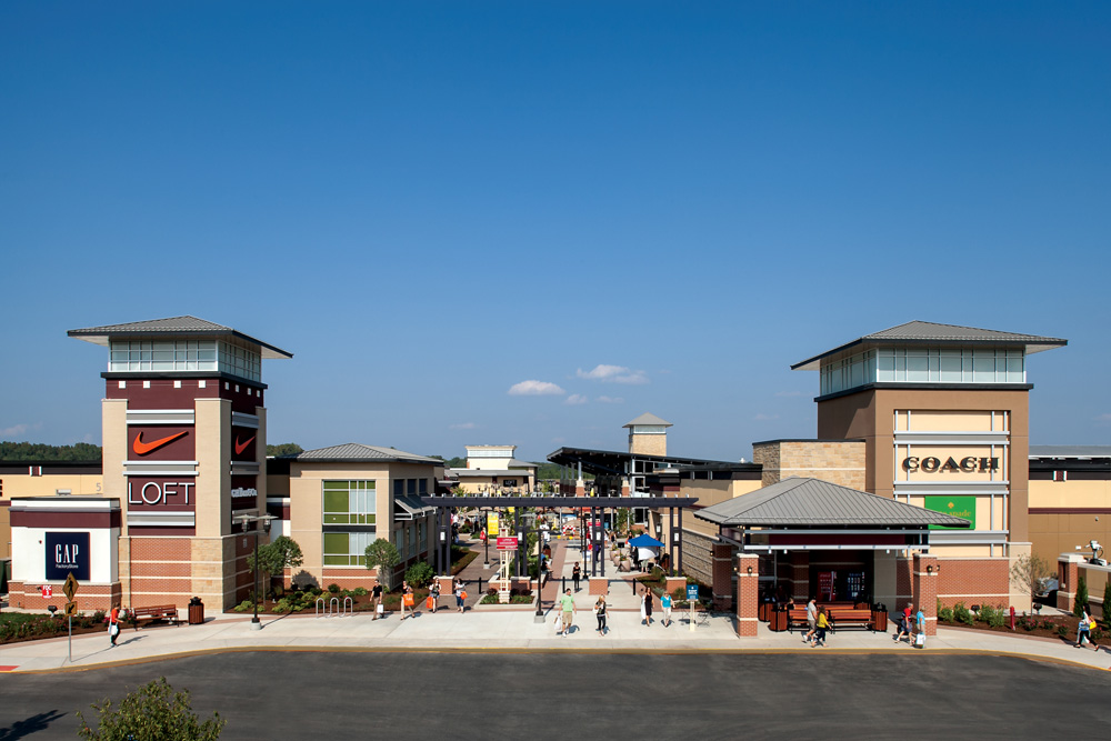 do business at st louis premium outlets a simon property. Black Bedroom Furniture Sets. Home Design Ideas
